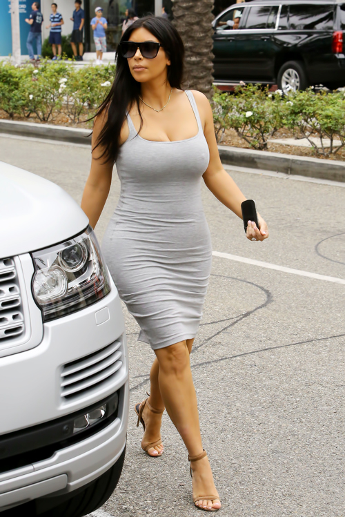 Pregnant Kim Kardashian hits up Celine boutique Part 2